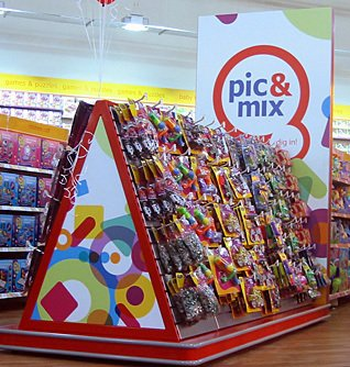 In homage to Woolworths' 3D and 6D roots and legendary pic'n'mix range, the out-of-town store format included special fixtures of pocket money toys