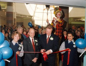Retail Director Martin Toogood and Store Manager, Ken Webster, open a new Woolies in Slough's Observatory Centre on 14 June 1991