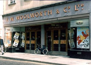 One of many older-style F. W. Woolworth & Co. Ltd. fascias that survived until 1986, contributing to the branding and identity challenge for the new owners