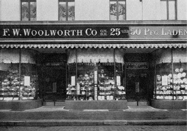 The F. W. Woolworth Co. GmbH 25 und 50 Pfennig fascia the Oberhausen store - one of the large branches catering for City Centre locations. It opened in 1929/30