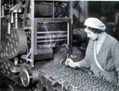 Preparing pic'n'mix toffees for wrapping at Harry Vincent Ltd in Worcestershire in the 1930s